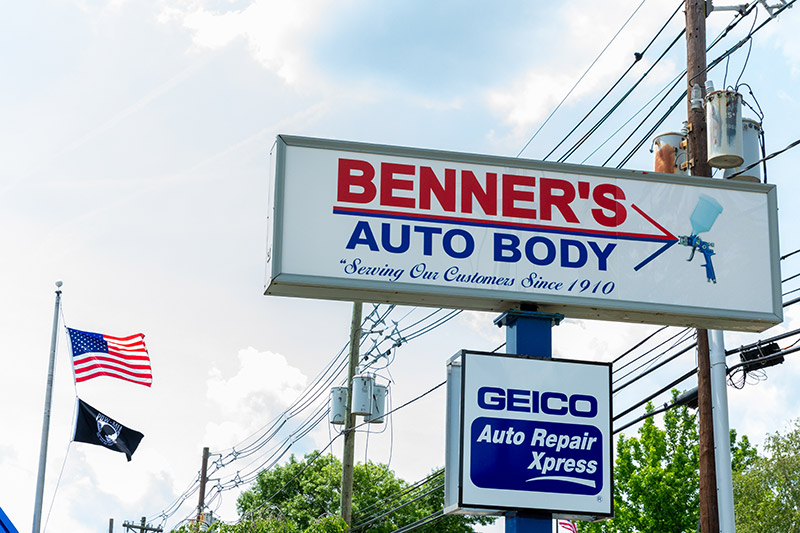 Benners sign with Geico Sign